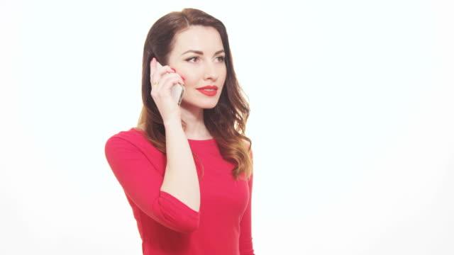 Attraktive weibliche sprechen Handy überrascht, glücklich lächelnd erfolgreiche Reaktion – Video