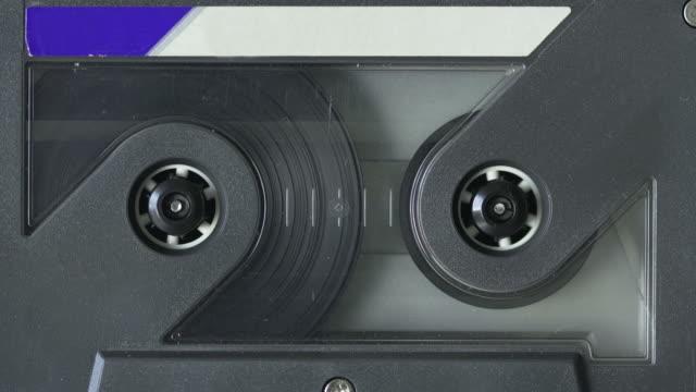 cassetta nastro audio - cassetta video stock e b–roll