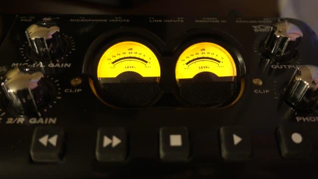 vidéos et rushes de audiomètres clip studio - synthétiseur