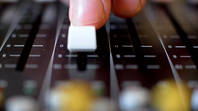 vidéos et rushes de de mixage audio  - batteur électrique