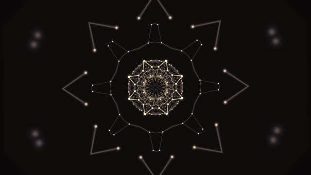 visualizzazione dell'energia aura. motivo poligonale caleidoscopico con messa a fuoco al centro nello zoom avanti e indietro. - caleidoscopio motivo video stock e b–roll