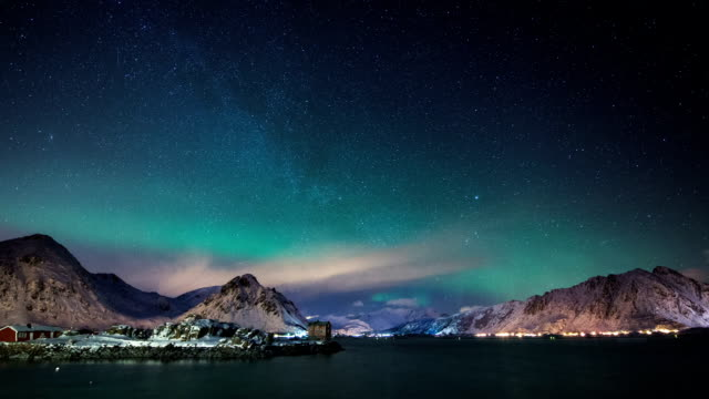 vídeos de stock e filmes b-roll de time lapse: aurora boreal, ilhas lofoten, ártico noruega - noruega