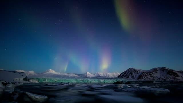 Aurora Boreal sobre el Ártico en 4K - vídeo