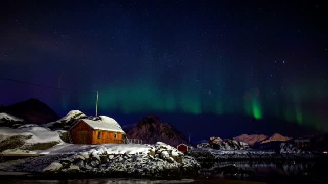 aurora borealis - blockhütte stock-videos und b-roll-filmmaterial