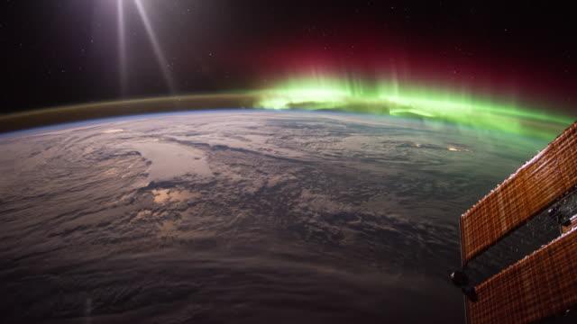 aurora über die welt gesehen, von iss - stratosphäre stock-videos und b-roll-filmmaterial
