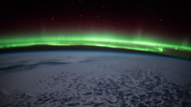 stockvideo's en b-roll-footage met aurora over de aarde gezien vanuit de ruimte - ozonlaag