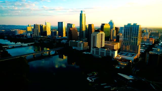 austin texas perfekte sonnenaufgang goldene stunde morgen reflexion über lady vogelsee - hauptstadt stock-videos und b-roll-filmmaterial