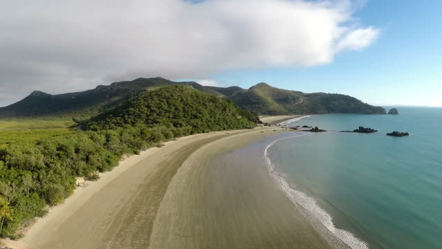 Australia: Cape Hillsborough video