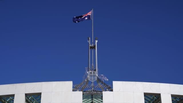 avustralya parlamento evi, canberra - cumhuriyet günü stok videoları ve detay görüntü çekimi