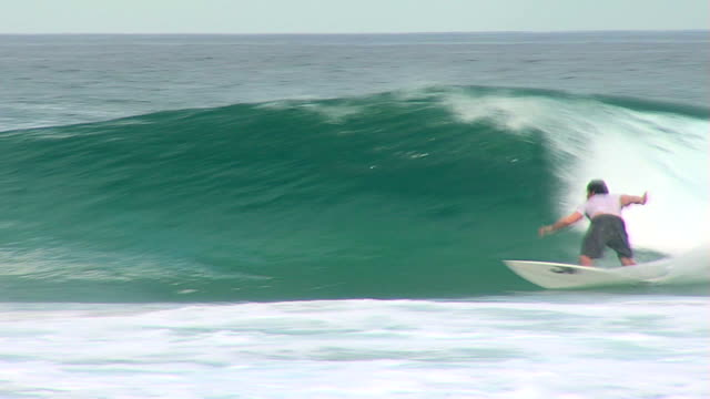 Australia wave with surf on surfing video