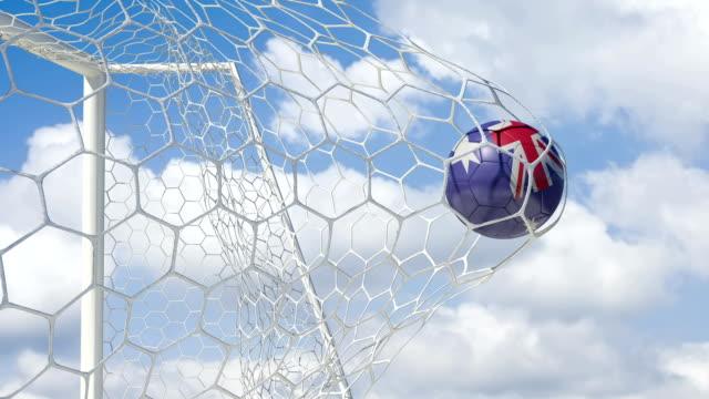 vídeos de stock e filmes b-roll de bola austrália pontuações com fundo do céu - campeão soccer football azul