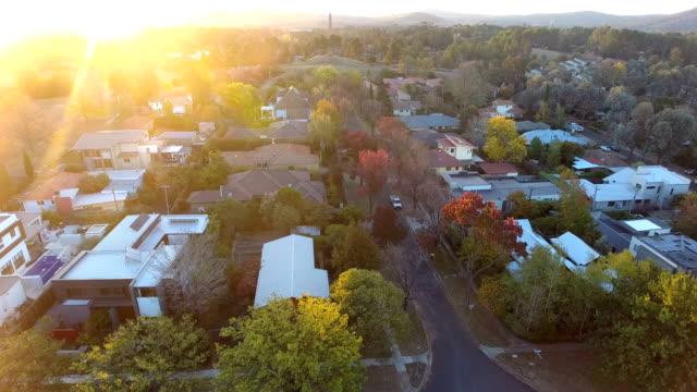 australian suburb - osiedle mieszkaniowe filmów i materiałów b-roll