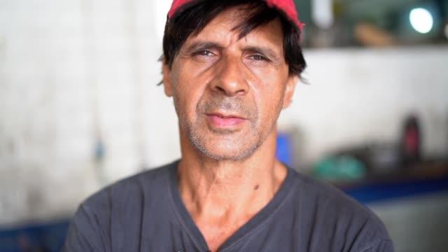 auto service arbetstagare/ägare - kroppsarbetare bildbanksvideor och videomaterial från bakom kulisserna