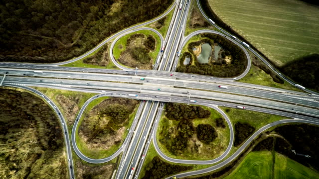 anteni̇: autobahn / karayolu üstgeçit almanya'da - sinek stok videoları ve detay görüntü çekimi