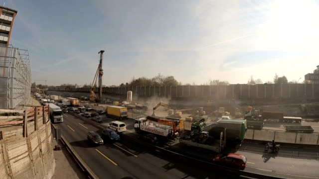 Autobahnbaustelle Autobahnverkehr in Hamburg autobahn stock videos & royalty-free footage