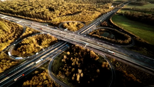 vista aerea : autoban interscambio in germania - autobahn video stock e b–roll