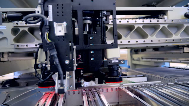 自動回路マシン印刷を生成するデジタル電子ボード。4 k。 - センサー点の映像素材/bロール