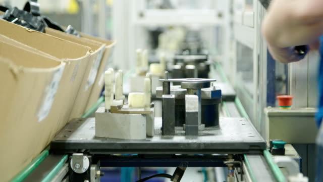 automated production line of parts for the automotive industry - часть машины стоковые видео и кадры b-roll