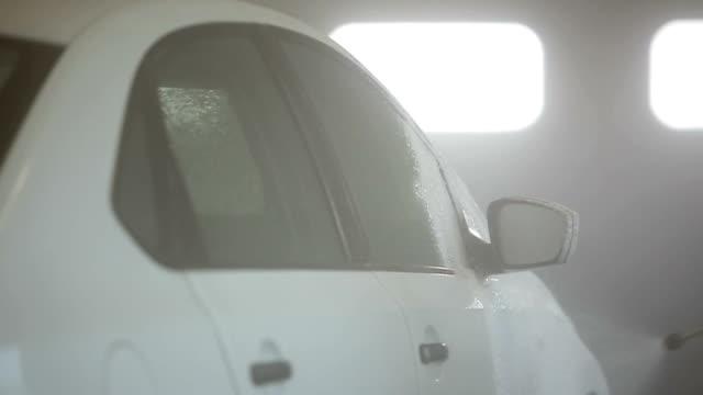 automatic carwash. slow motion - surf garage bildbanksvideor och videomaterial från bakom kulisserna