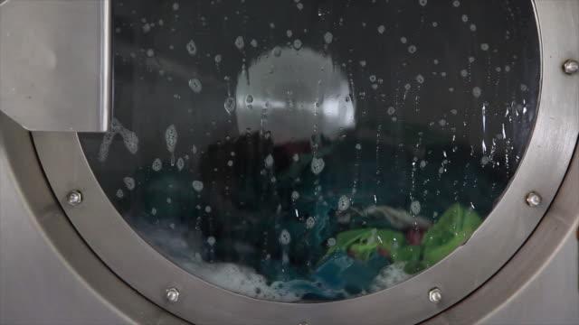 pralka - pranie filmów i materiałów b-roll