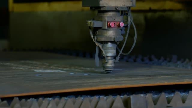 Automatic control laser cutting machine cutting steel plate