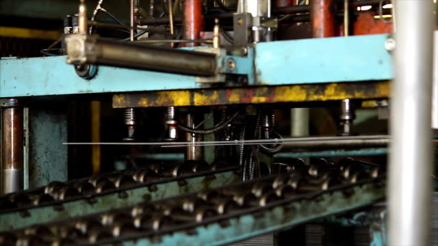 Automatic guillotine for cutting metal sheets during operation in plant. video