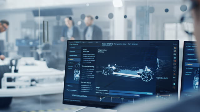 automotive design engineers talking während der arbeit am elektroauto chassis prototyp. in der innovation laboratory facility concept vehicle frame beinhaltet räder, hängepartie, motor und batterie. - technology videos stock-videos und b-roll-filmmaterial