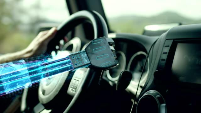autonome autos. roboterhand am lenkrad auto hilft. - cyborg stock-videos und b-roll-filmmaterial