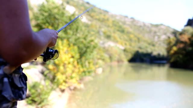 秋のジョンフィッシング - 漁師 外人点の映像素材/bロール
