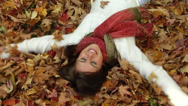 autumn девушка - шарф стоковые видео и кадры b-roll