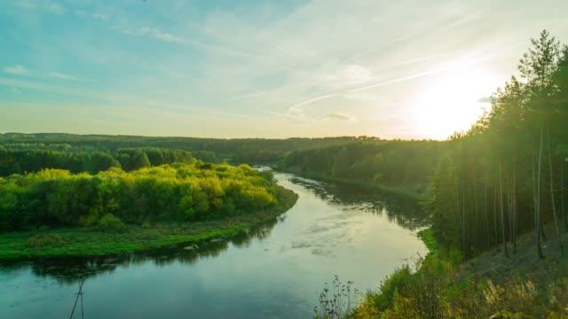 herbstliche landschaft mit fluss, panorama zeitraffer - litauen stock-videos und b-roll-filmmaterial