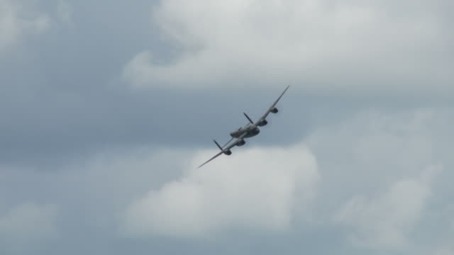 Avro Lancaster 24_2 bank video