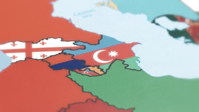 世界地図上に国旗とアゼルバイジャン、アルメニア、nakchivan 国境 - アナトリア点の映像素材/bロール