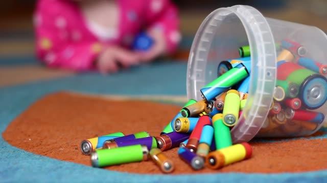 stockvideo's en b-roll-footage met baby benaderd de batterijen - alarm, home,