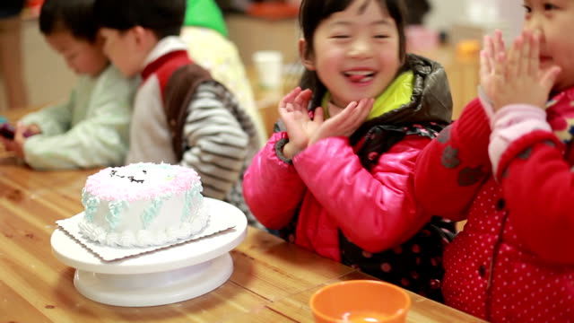 baby children enjoy their birthday party video