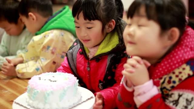 baby children enjoy their birthday party video
