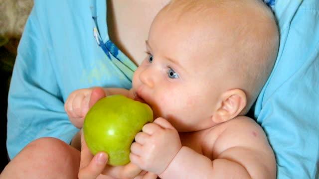Baby eating apple video