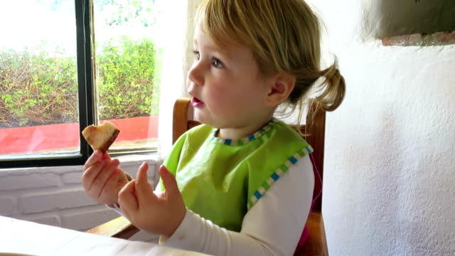 baby eating pizza video