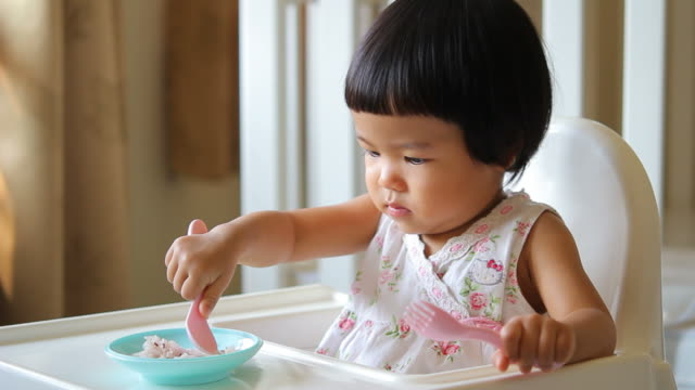 HD : Baby Eating video