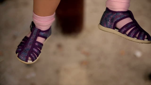 Baby Mädchen Beine – Video
