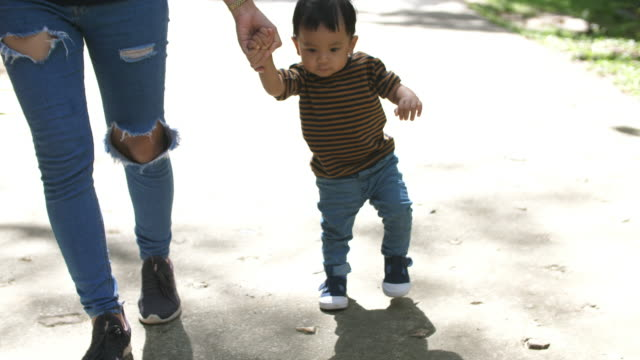 Baby learn to walk with mother video