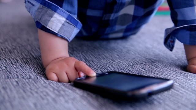 stockvideo's en b-roll-footage met baby playing mobile phone - background baby