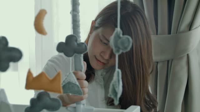 vídeos de stock, filmes e b-roll de chás de bebê - mobile