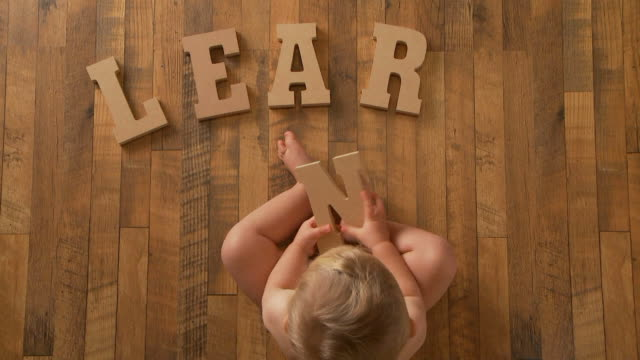 baby Spells 'Learn' video