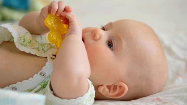 Baby teething problem video