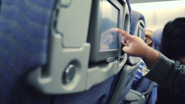 vídeos de stock e filmes b-roll de baby use technology in airplane. - tv e familia e ecrã
