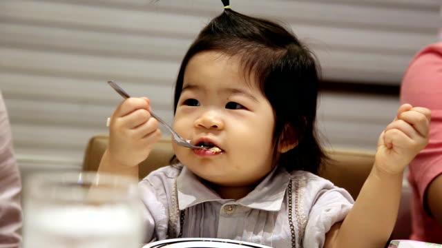 赤ちゃん - おやつ点の映像素材/bロール