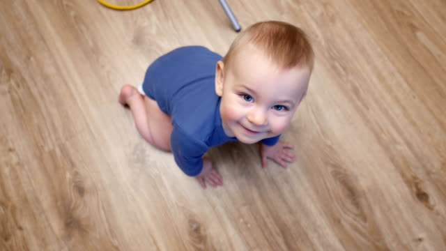 baby's first steps on floorboard, baby crawl video