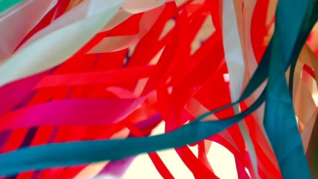 bakgrund - flerfärgad kaos av band (slow motion) - väva bildbanksvideor och videomaterial från bakom kulisserna