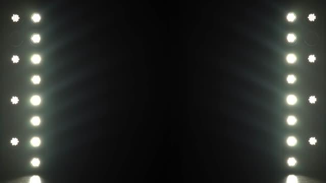 hintergrund der glühbirnen blinken - led leuchtmittel stock-videos und b-roll-filmmaterial